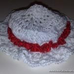 Cappellino Bianco di cotone con nastro in raso di seta rosso
