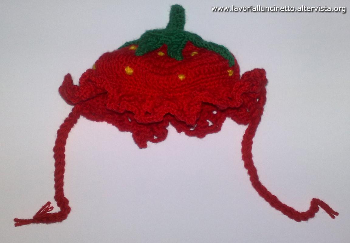 Cappellino Fragolina - Lavori all  uncinetto b7e20dc75284