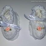 Scarpine Battesimo in lana con suola e nastro in raso di seta per stringerle