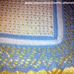 Coperta biaca e azzurra in cotone per lettino