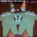 compeltini_verdi_di_lana_ad_uncinetto_per_gemelli