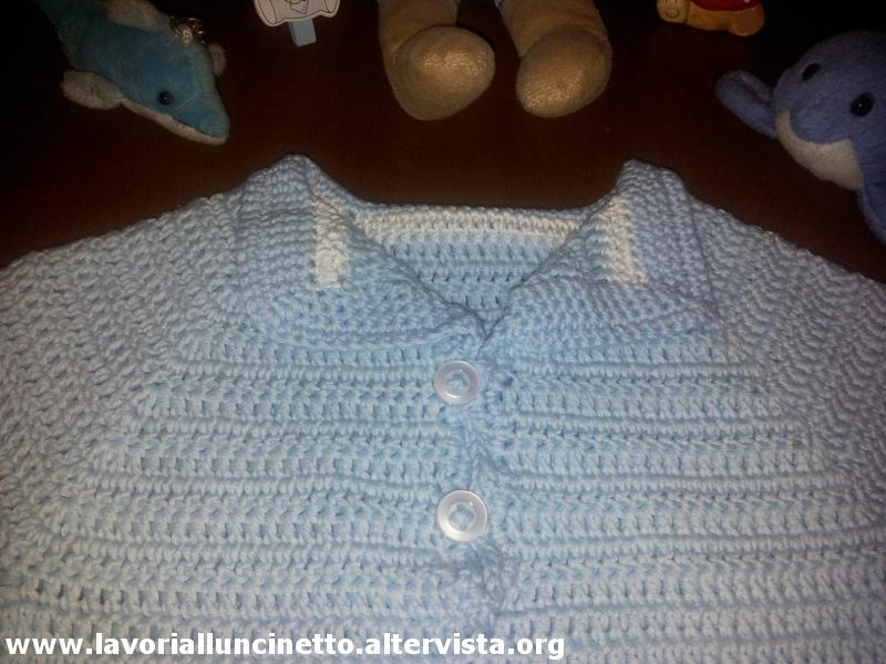 Completino azzurro in cotone per neonato lavori all for Lavori all uncinetto per altari